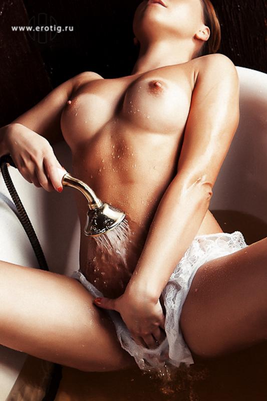 fotosnimki-eroticheskie-parnie-seks-s-neformalkoy-smotret-onlayn