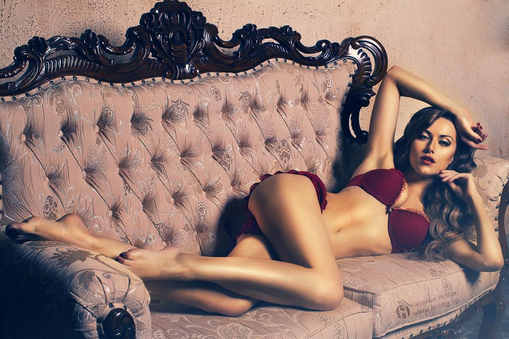 Эротическая фотосессия в красном белье